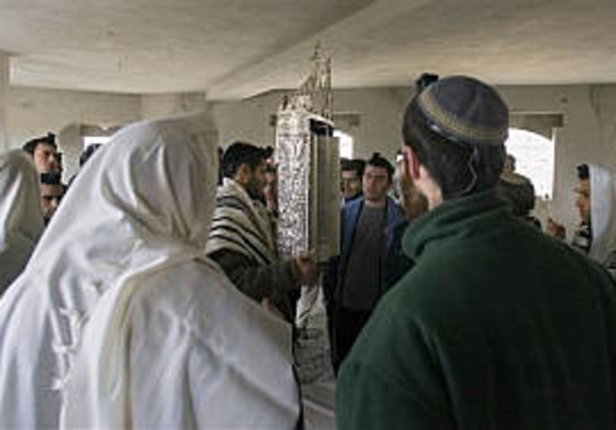 Peretz moves to evacuate Hebron home