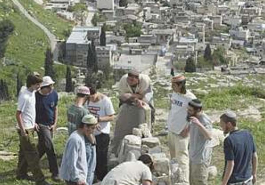 Settlers spend Shabbat in Homesh