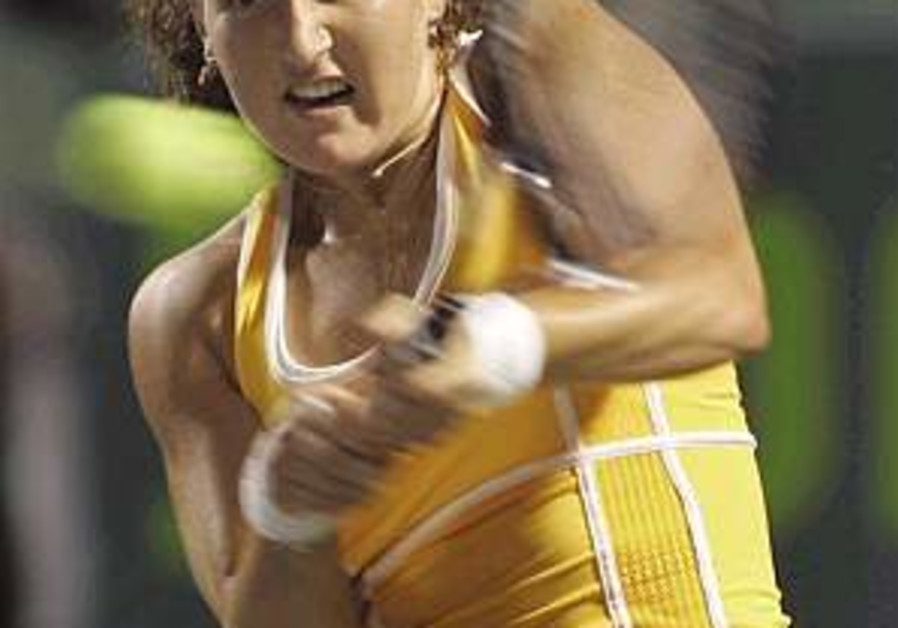 Tennis: Pe'er loses to Williams in Sony Ericsson Open semi