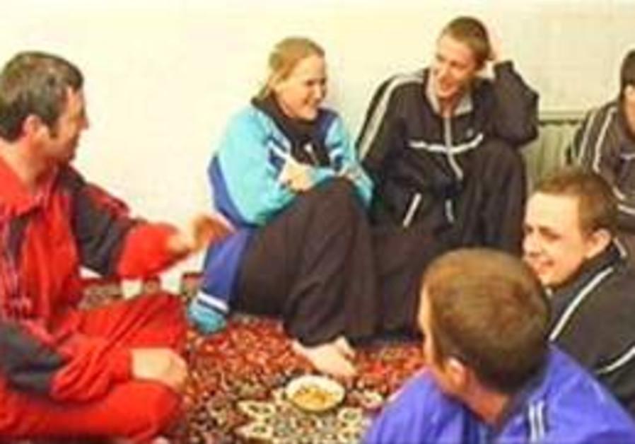 Iranian TV: UK sailors will leave Teheran on Thursday