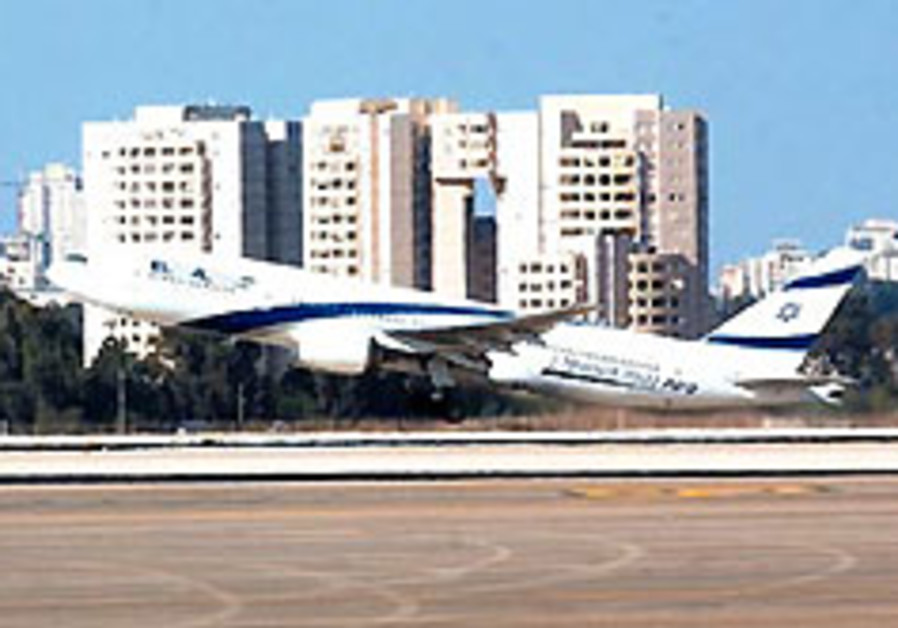 An El Al jet takes off