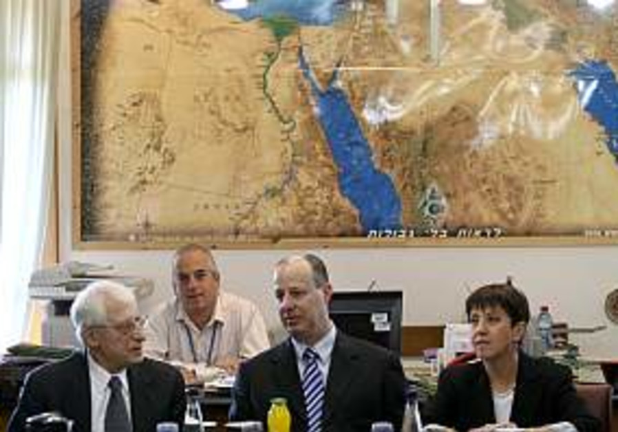 Suleiman: Israel should make 1st move