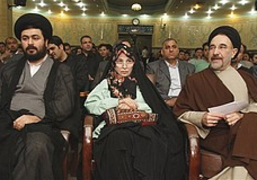 Zahra Rahnavard, center, the wife of Iranian oppos
