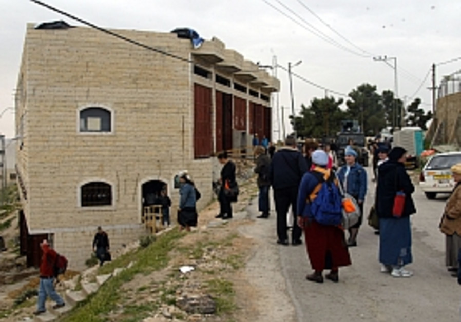 Court urges eviction of Hebron squatters
