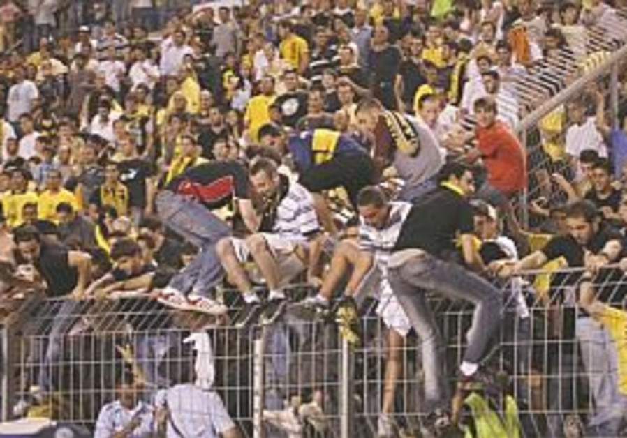 Police, Knesset ponder how to end soccer pitch invasions