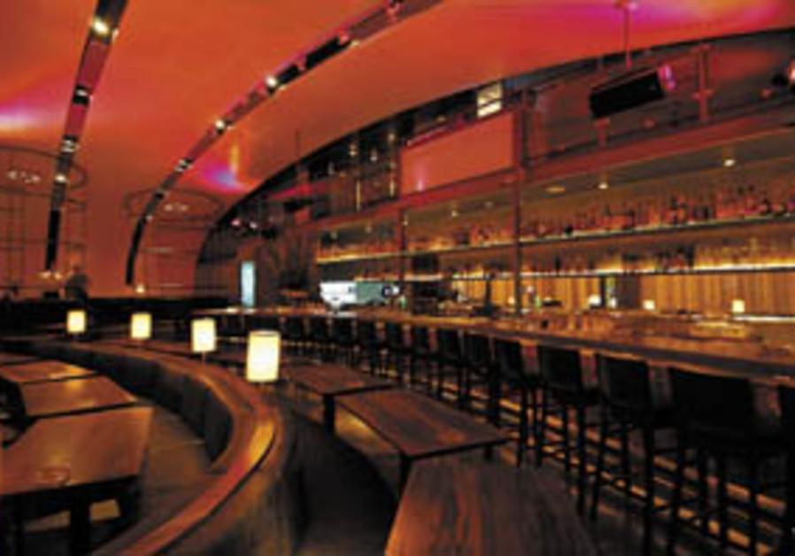Restaurant/bar review: Trendy, but doing it well