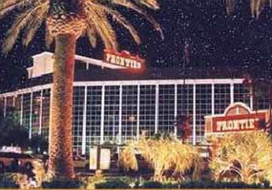 frontier hotel 88 298