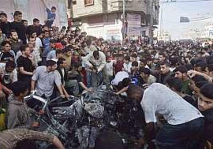 Tanks roll into northern Gaza as IAF air strikes escalate