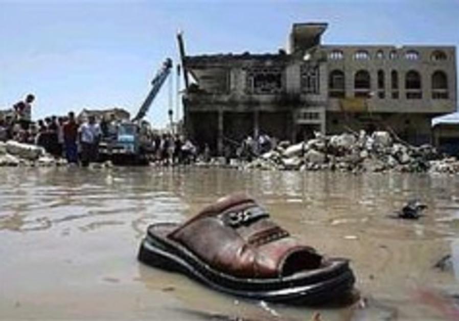 Car bombing in Baghdad market kills 25, injures 60