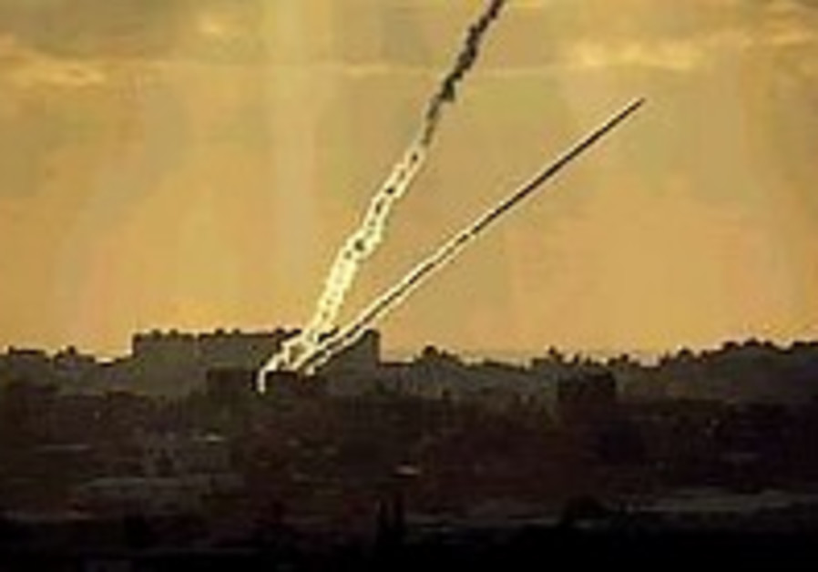 Mortar barrage on Erez causes fire