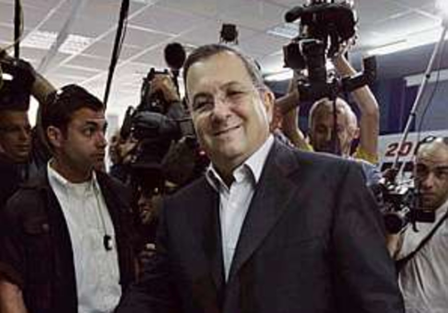 Labor to adopt Barak proposal on bolting gov't