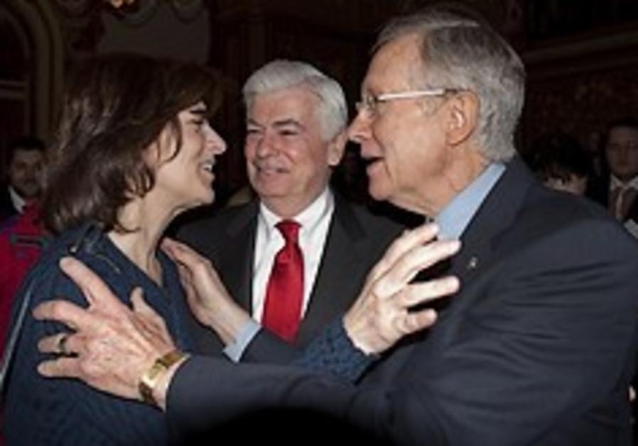 Harry Reid, Kennedy widow hug 248.88