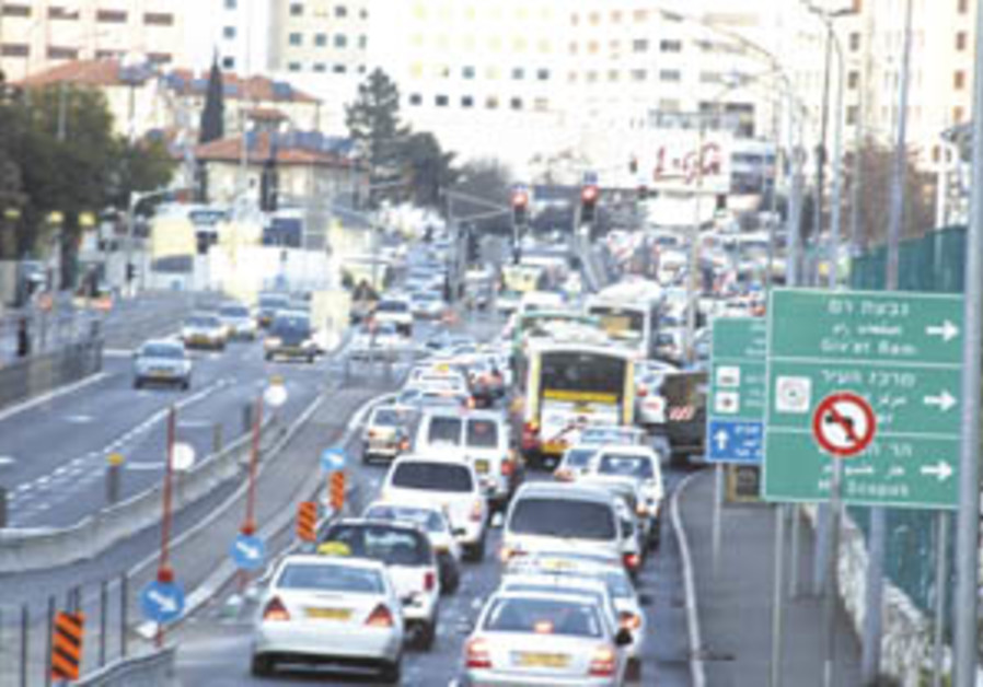 Cabinet OKs NIS 60b. transportation plan