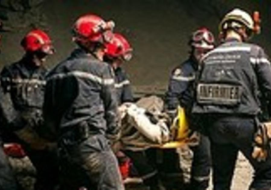 haiti quake stretcher 190
