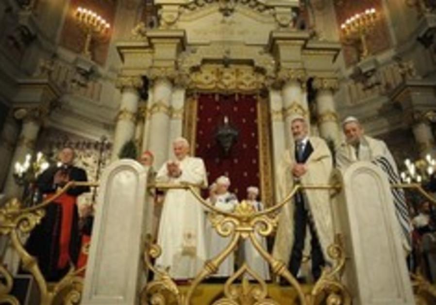 Benedict XVI visits Rome's synagogue, Sunday