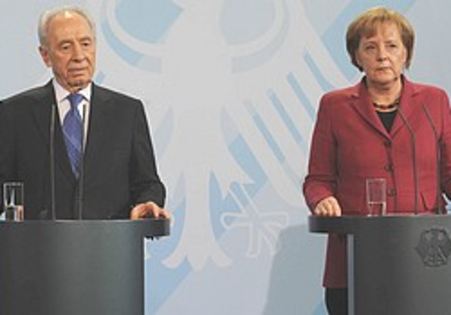 Merkel and Peres give joint press conference in Be