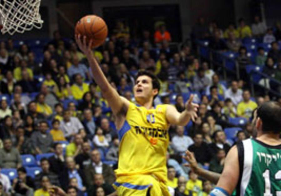 Maccabi Tel Aviv forward Guy Pnini soars to the ba