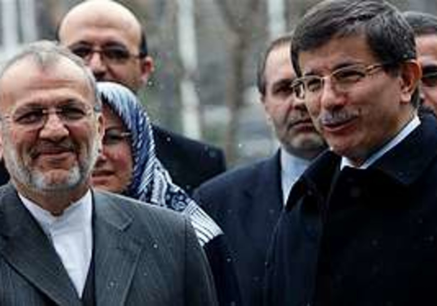 Turkish FM  Davutoglu, right, and his Iranian coun