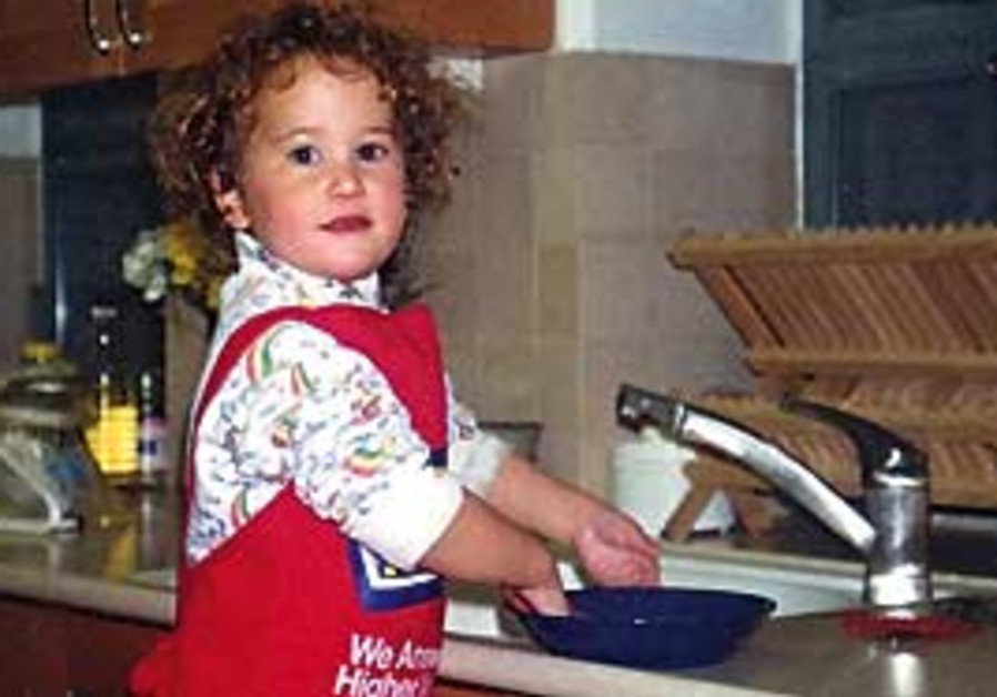 A five-year-old washing dishes? It can be done, sa