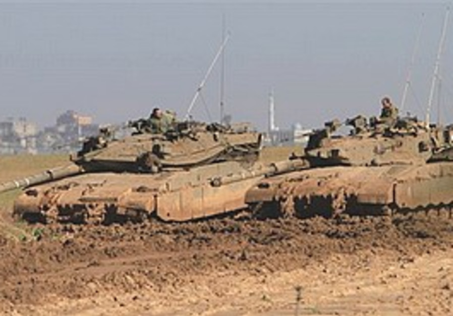 IDF tanks near border between Israel and Gaza