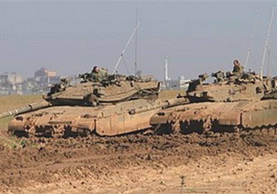 IDF tanks near border between Israel and Gaza
