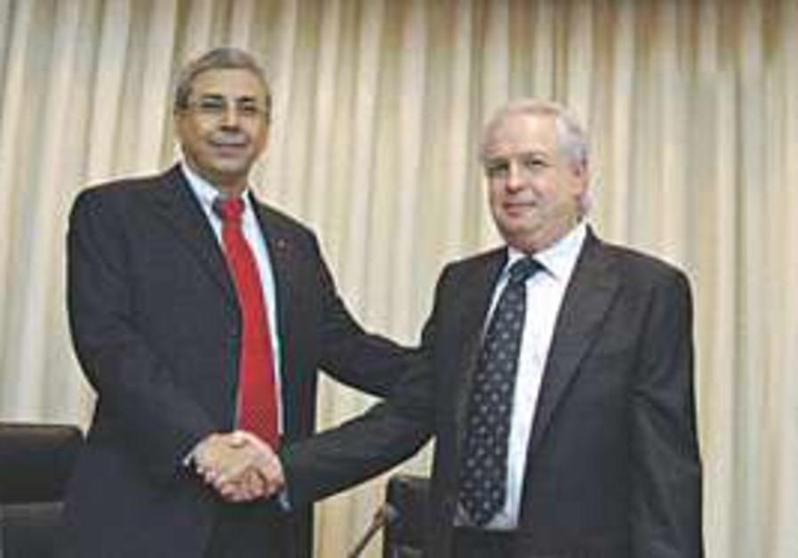 Shaul Elovitch (right), whose Eurocom Communicatio