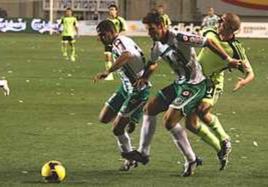 Maccabi Haifa defenders Dekel Keinan and Eyal Mesh
