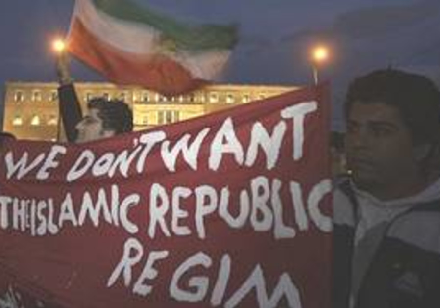 Iranian opposition supporters living in Greece hol
