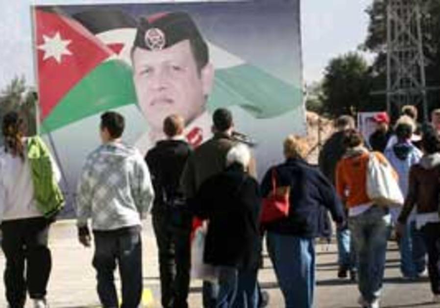 Israeli tourists enter Jordan