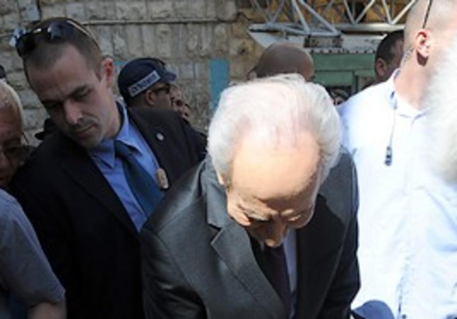 President Shimon Peres in Iraqi shuk