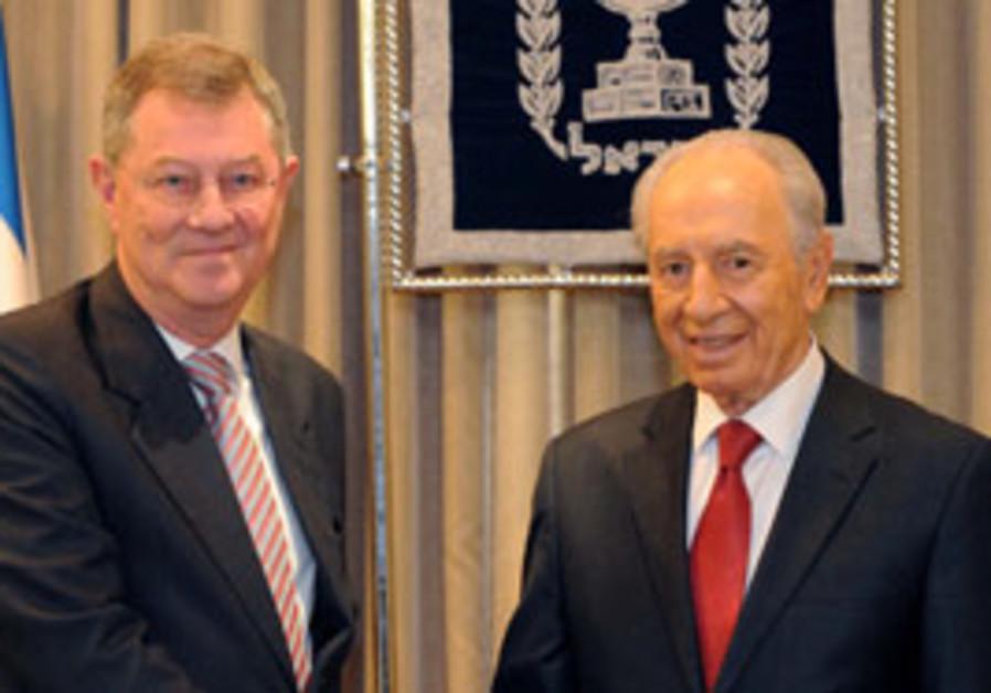 Peres meets Serry at Beit Hanassi.