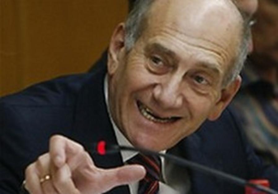 Former prime minister Ehud Olmert talks to the pre