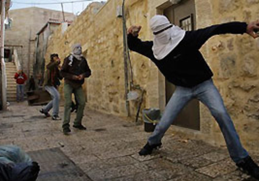 Palestinians youths hurl stones at policemen, not