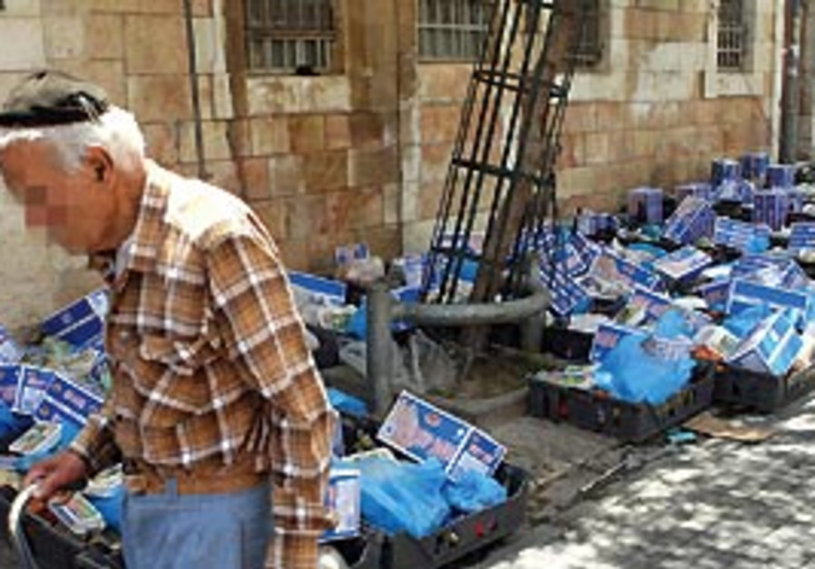 Food parcels are distributed in Jerusalem. The IFC
