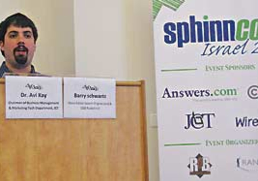 Barry Schwartz speaks at Sphinncon conference.