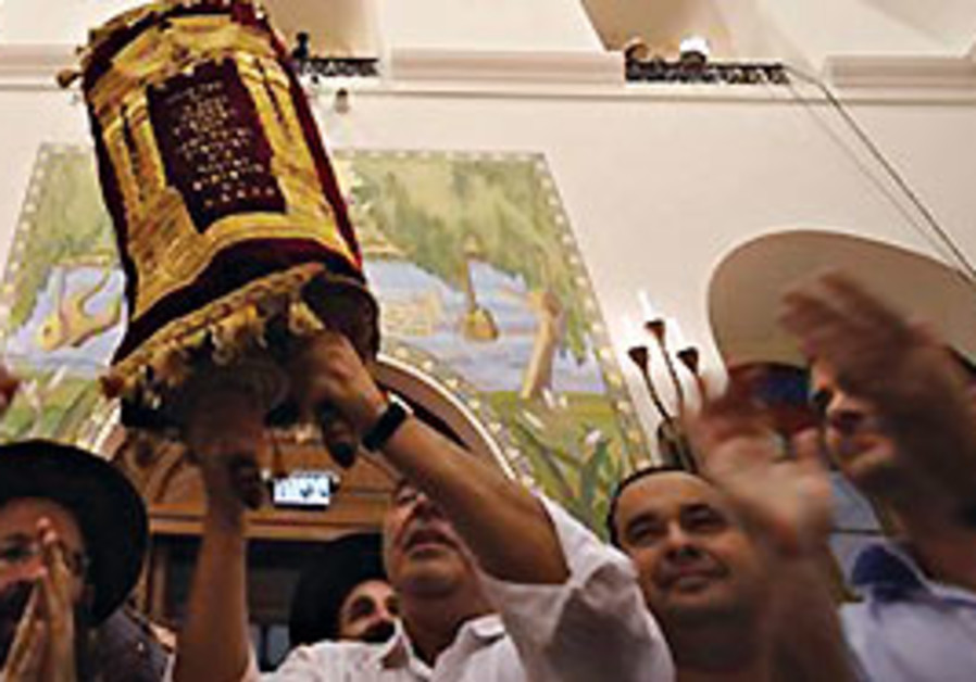 Torah scroll brought to Hurva Synagogue.