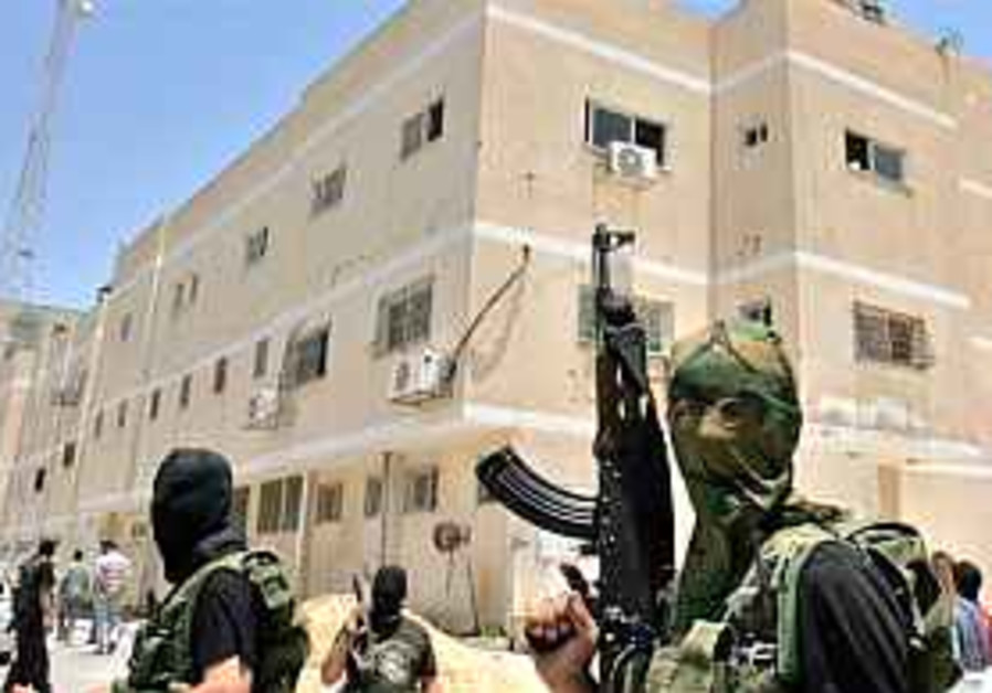 Hamas nabs senior Fatah military commanders in Gaza