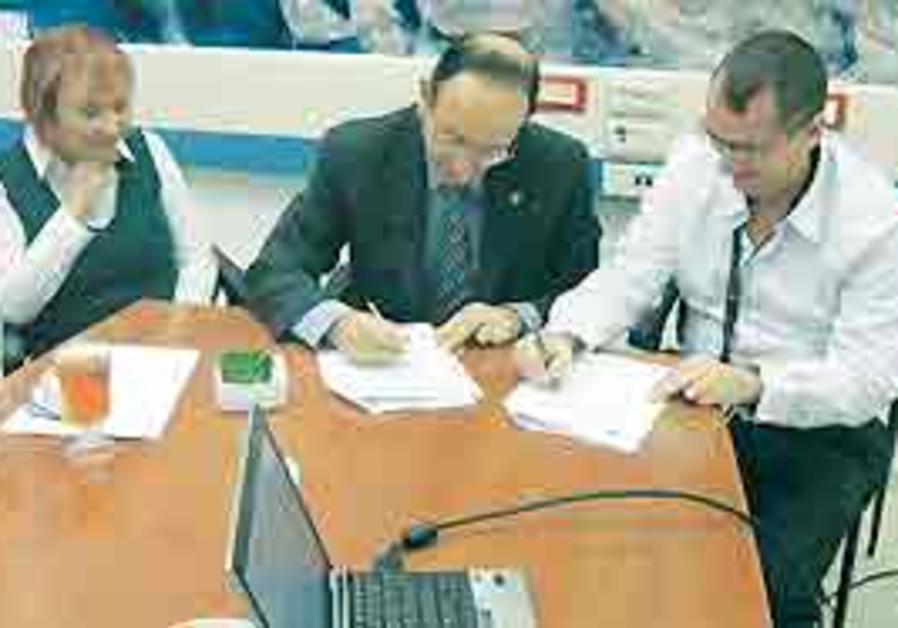 Karmiel officials sign deal with Motorola for CCTV