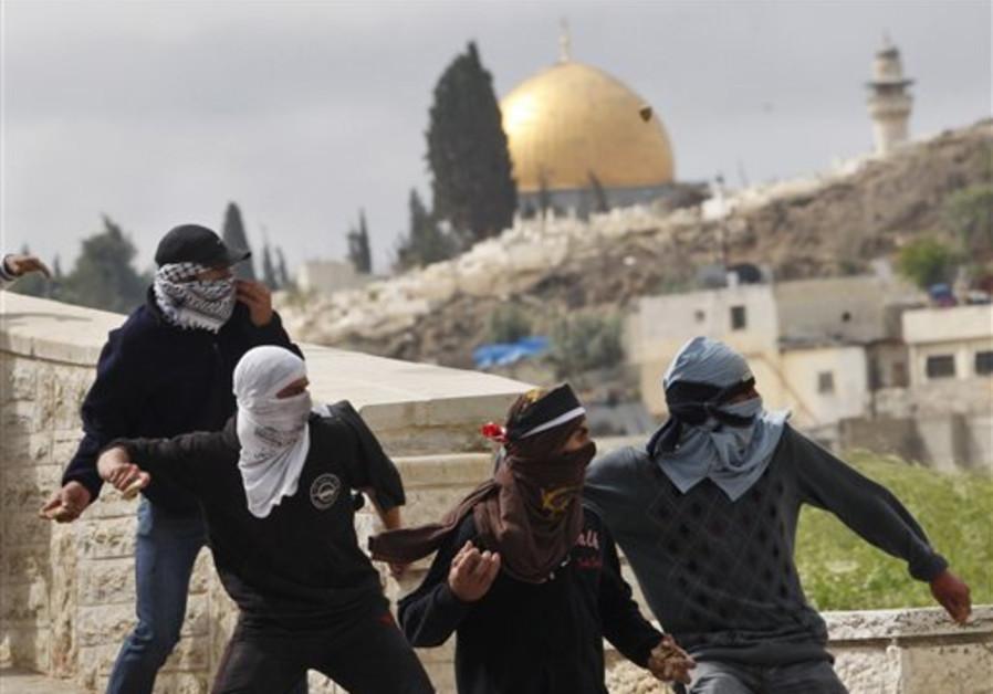 Palestinian demonstrators hurl stones at Israeli t