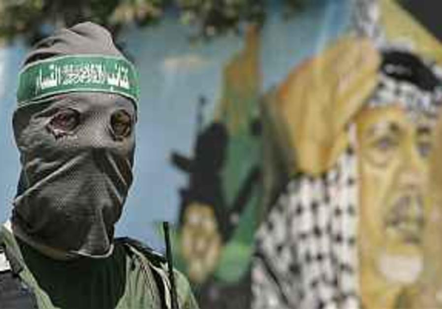 Ex-Abbas adviser calls for new Hamas-Fatah gov't