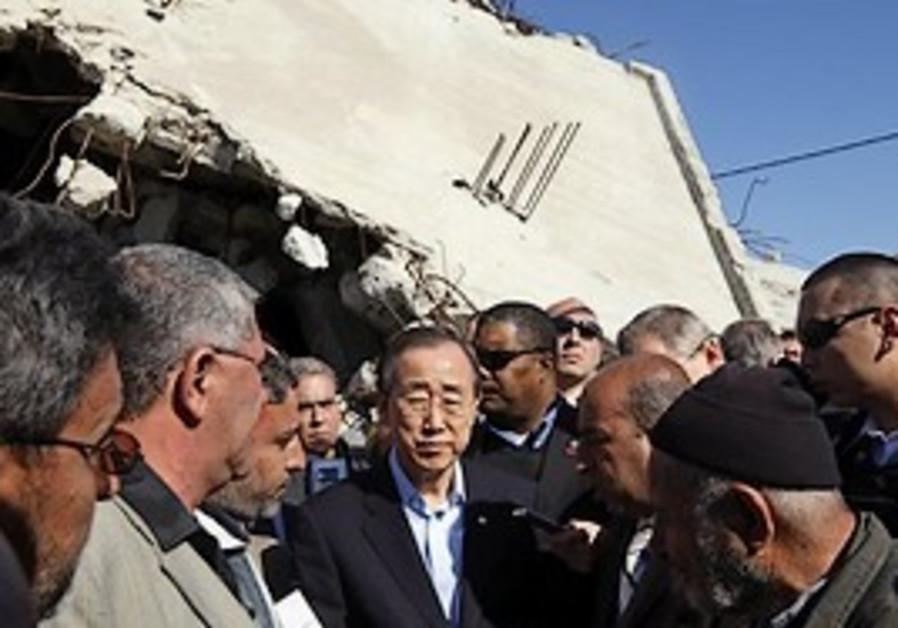 UN Secretary General Ban Ki-moon, centre, visits a