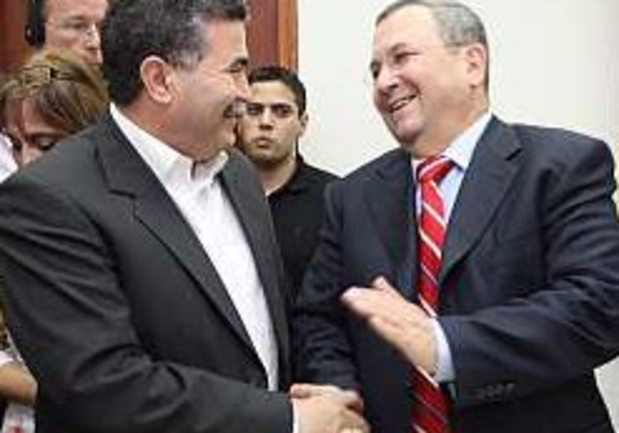 Peretz to try to oust Barak in Labor