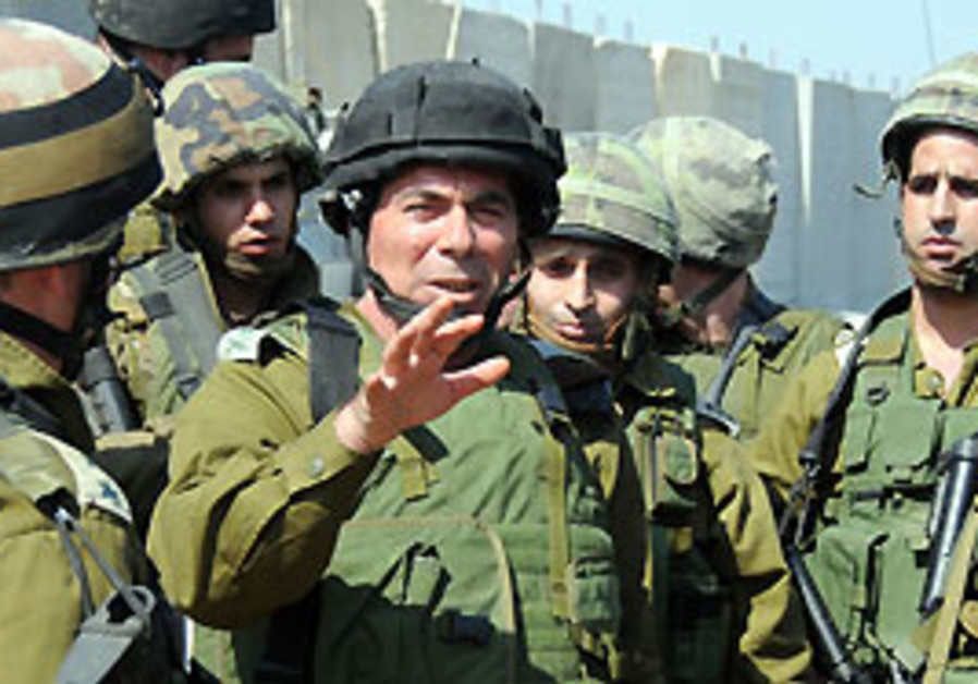 Ashkenazi addresses group of soldiers