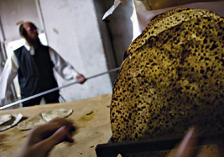 A Jerusalem baker makes matza before Pessah.