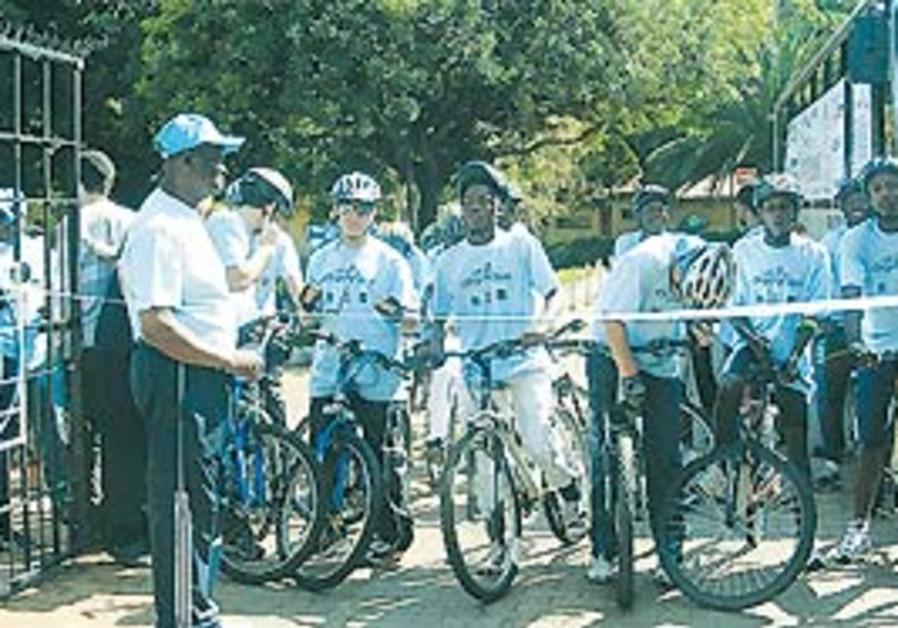 Cyclists at the start of the fund-raiser from Jo'b
