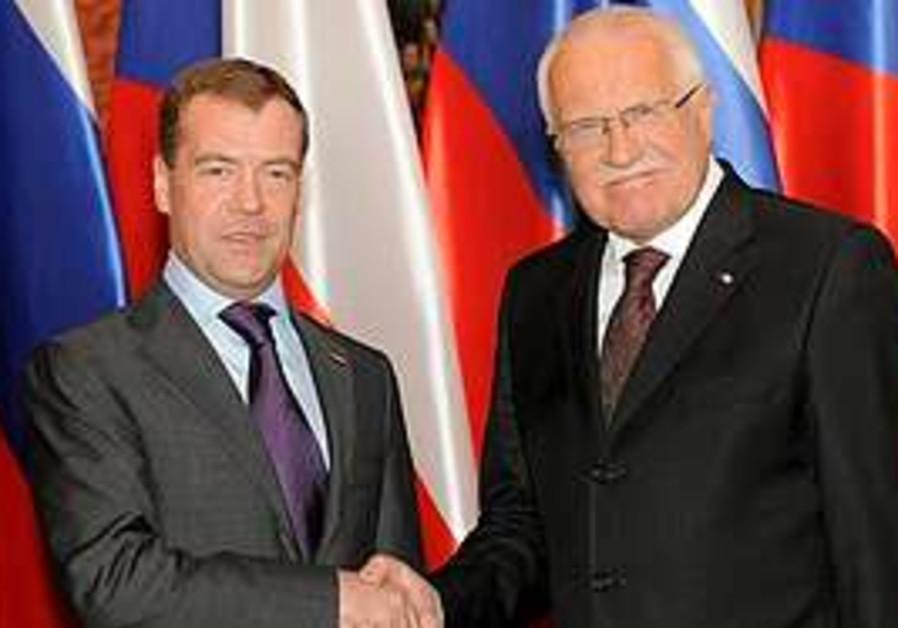 Russian President Dmitry Medvedev, left, shake han