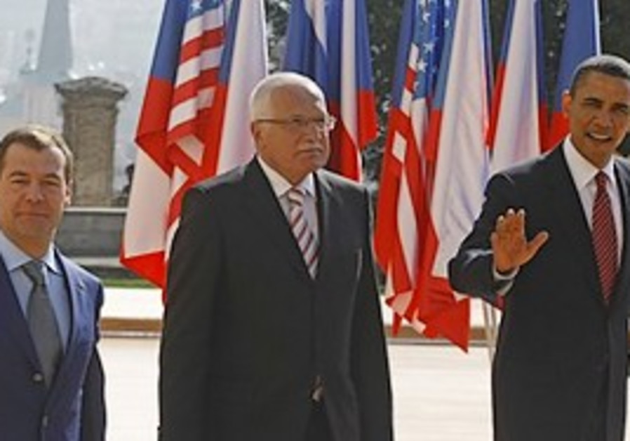 US President Barack Obama, right , Czech President