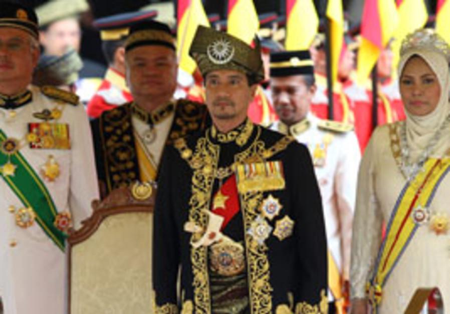 Malaysia's King Sultan Mizan Zainal Abidin, center