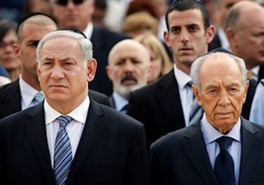 Peres and Netanyahu at Yad Vashem.