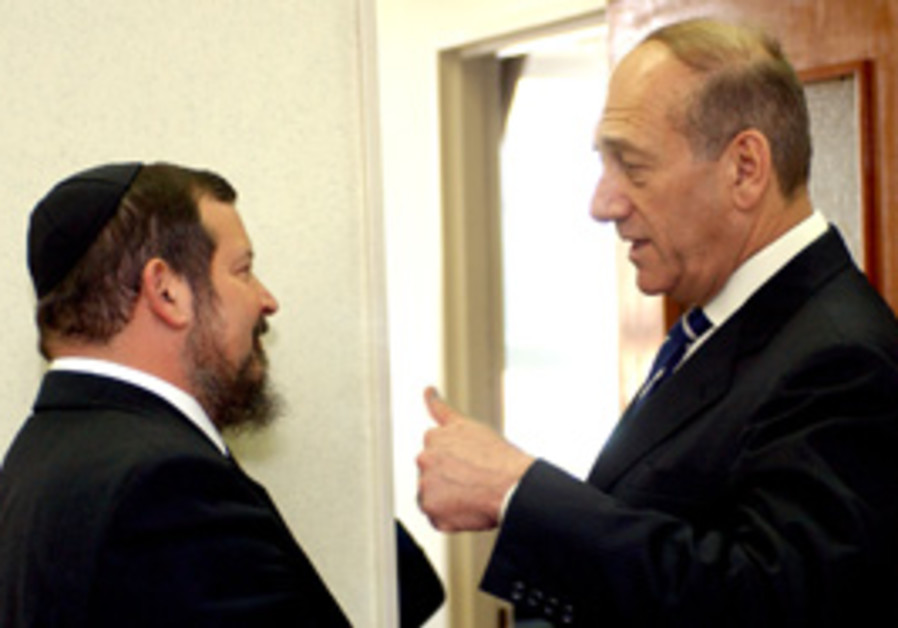 Former prime minister Ehud Olmert speaks with Jeru